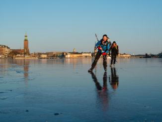 Patiner sur les lacs à Stockholm