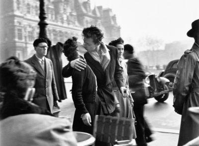 Le baiser de l'hôtel de ville, Paris 1950; Robert Doisneau