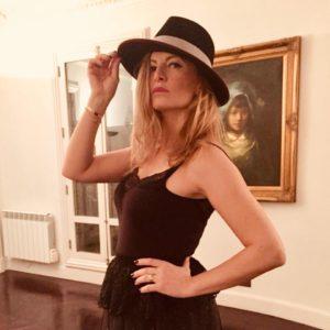 Michelle Chamoun, portrait au chapeau
