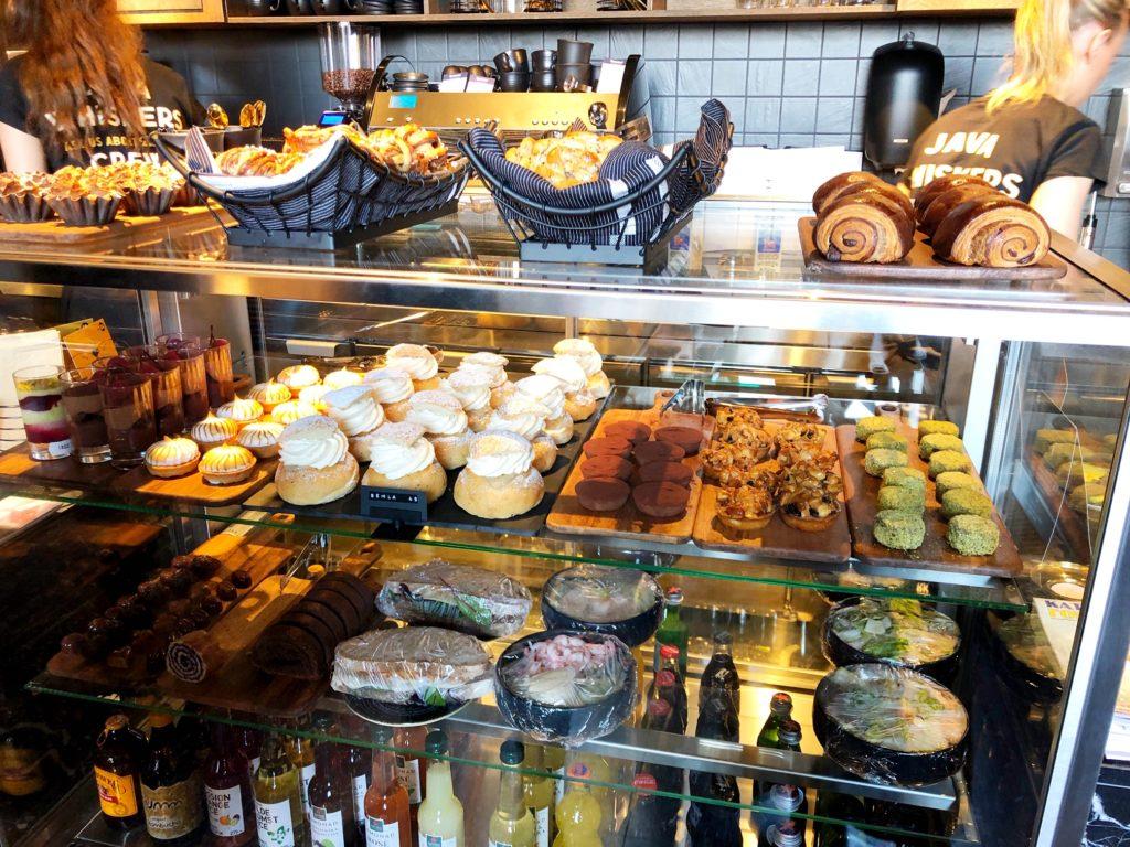 Pâtisseries, sandwichs, salades et boissons du Java Whiskers