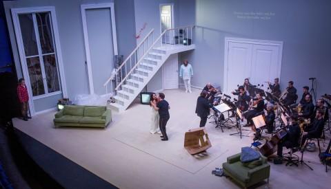 Olle Persson dans le rôle de l'ami, Alexandra Büchel dans celui de Madeline, Ola Eliasson dans celui de Roderick, Rickard Söderberg dans celui du médecin et l'orchestre de chambre