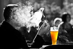 Cigarette et bière
