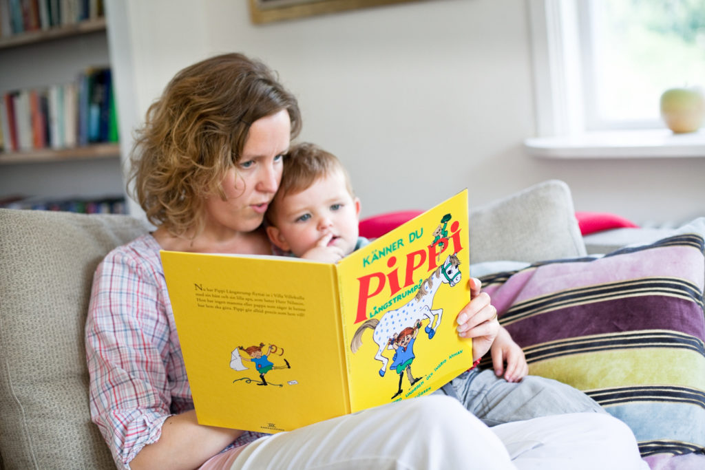 Lire Fifi Brindacier à un enfant