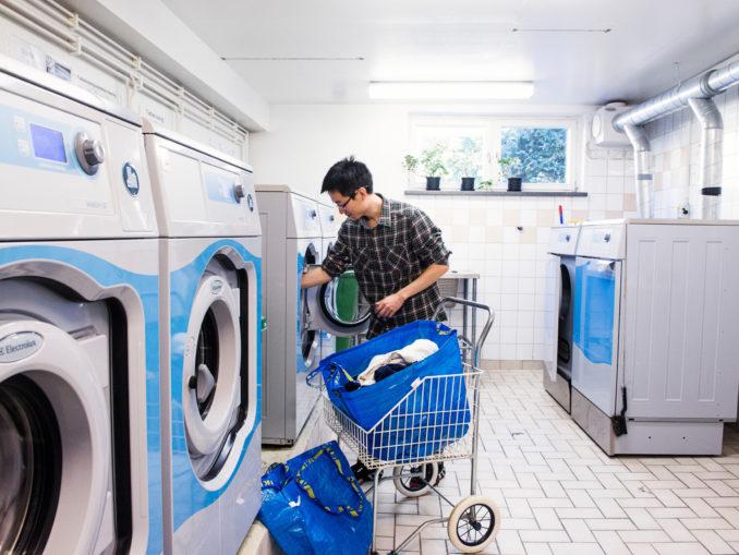 Dans la tvättstuga
