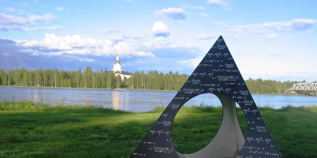 """Monument """"von Struve's Triangle"""" à Haparanda, par l'artiste Victoria Andersson"""