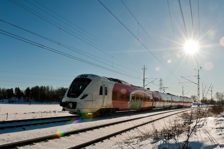 Train dans un paysage d'hiver