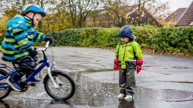 Jouer sous la pluie