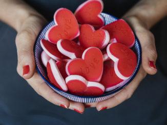 Bol de bonbons en forme de coeur