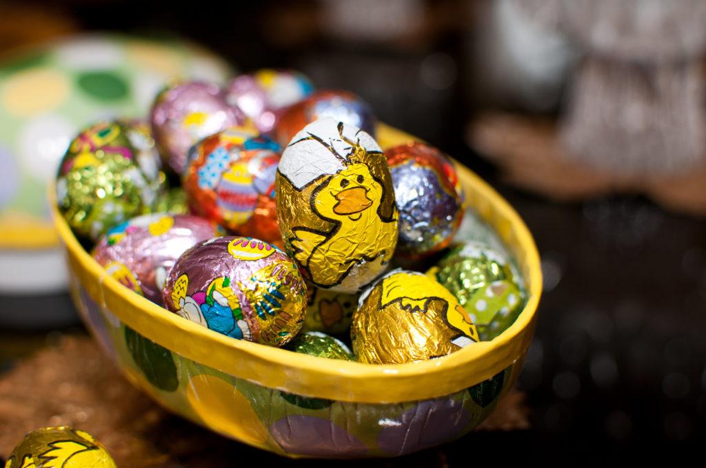 Oeuf de Pâques rempli de bonbons